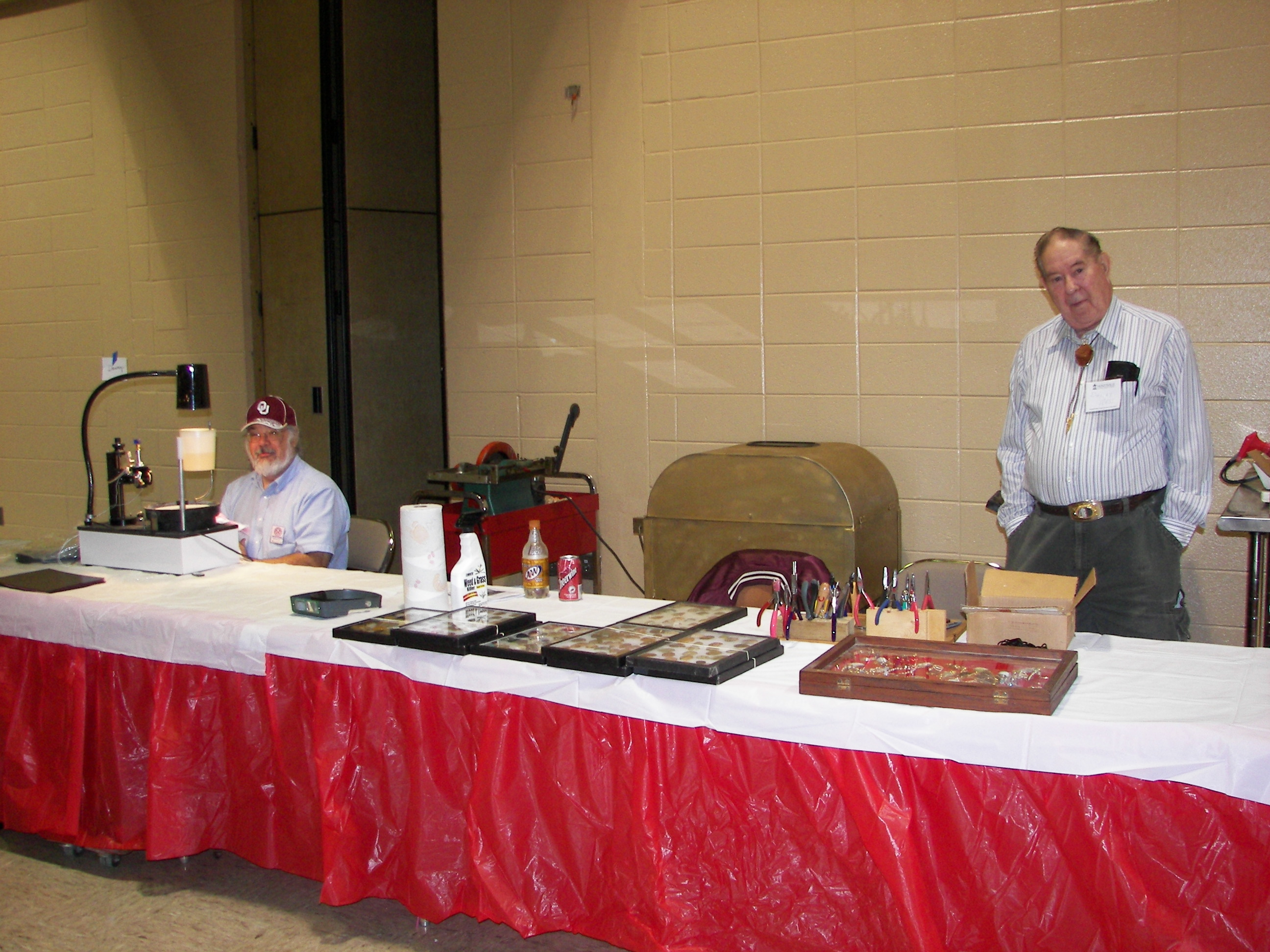 gemstone faceting at the Huntsville Gem, Jewelry and Mineral Show