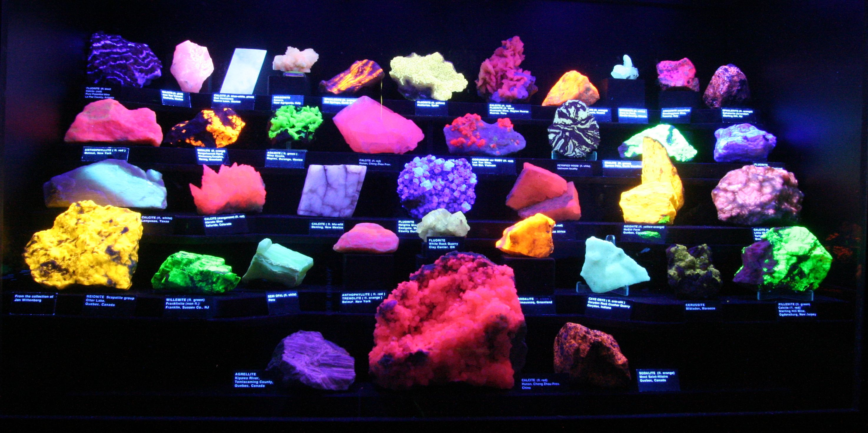 Fluorescent gems and minerals at the Huntsville Gem, Jewelry, and Mineral Show