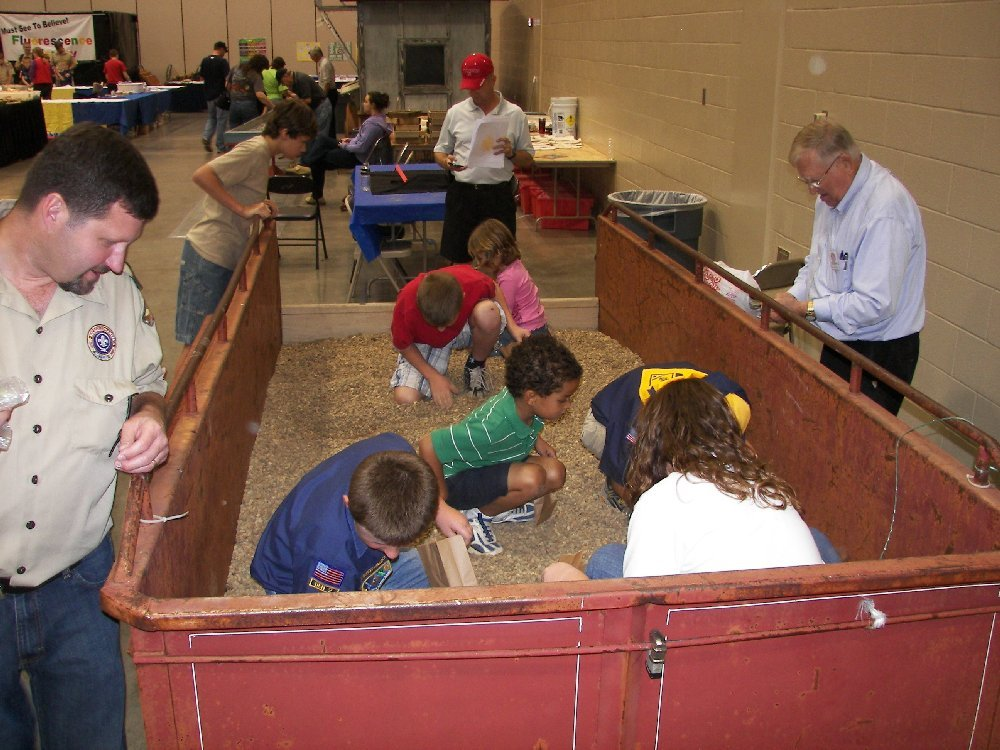 gem dig at theHuntsville Gem Jewelry and Mineral Show